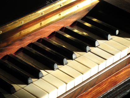 "Recenzja Ewy: Chris Cander ""Ciężar pianina"""