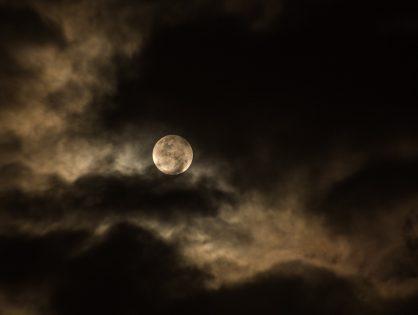 """Recenzja Ewy: Kristy Gallagher """"Żyj zgodnie z fazami księżyca"""""""