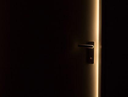 """Kate Simants """"W zamknięciu"""""""